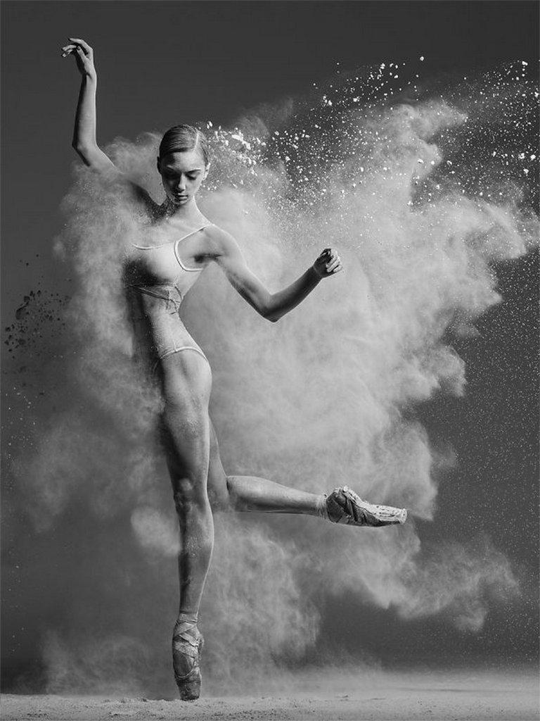 摄影师Alexander Yakovlev借助粉尘和光源 完美诠释舞者的动态美 审美灵感 第15张