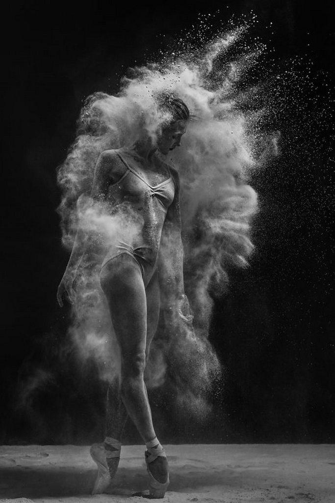 摄影师Alexander Yakovlev借助粉尘和光源 完美诠释舞者的动态美 审美灵感 第14张