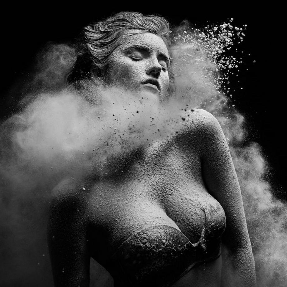 摄影师Alexander Yakovlev借助粉尘和光源 完美诠释舞者的动态美 审美灵感 第30张