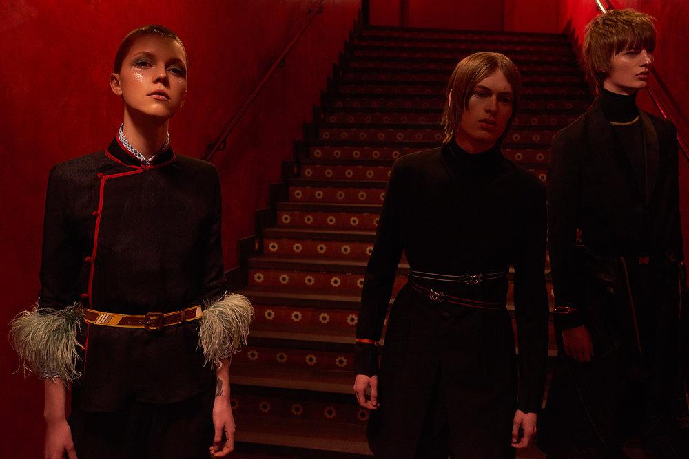室内人像 红色主题的时尚杂志摄影作品 时尚图库 第5张