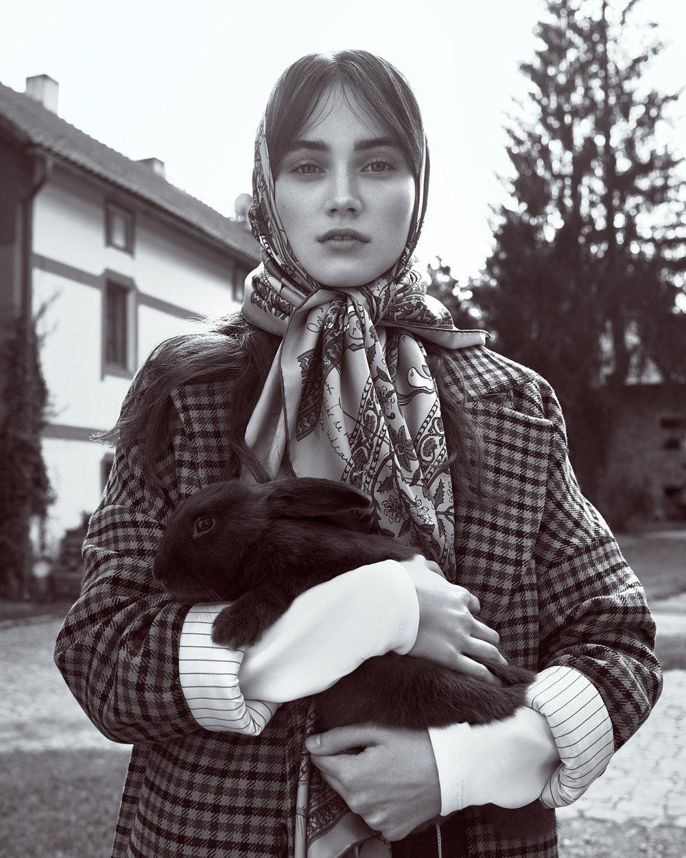 时尚芭莎杂志 外景拍摄时尚人像摄影作品 时尚图库 第3张