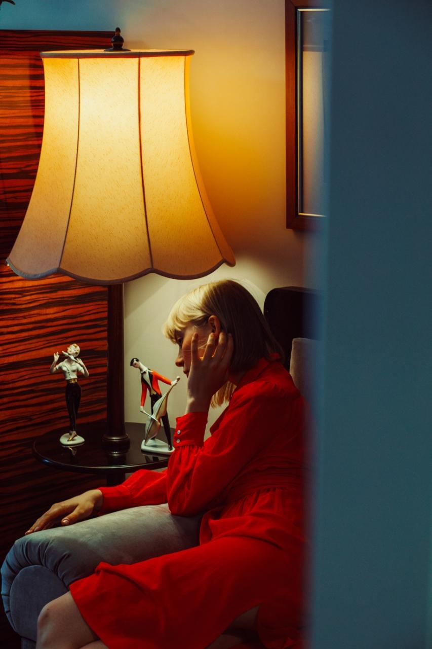 乌克兰摄影师 Marta Syrko人像摄影作品 girls in the house 审美灵感 第8张