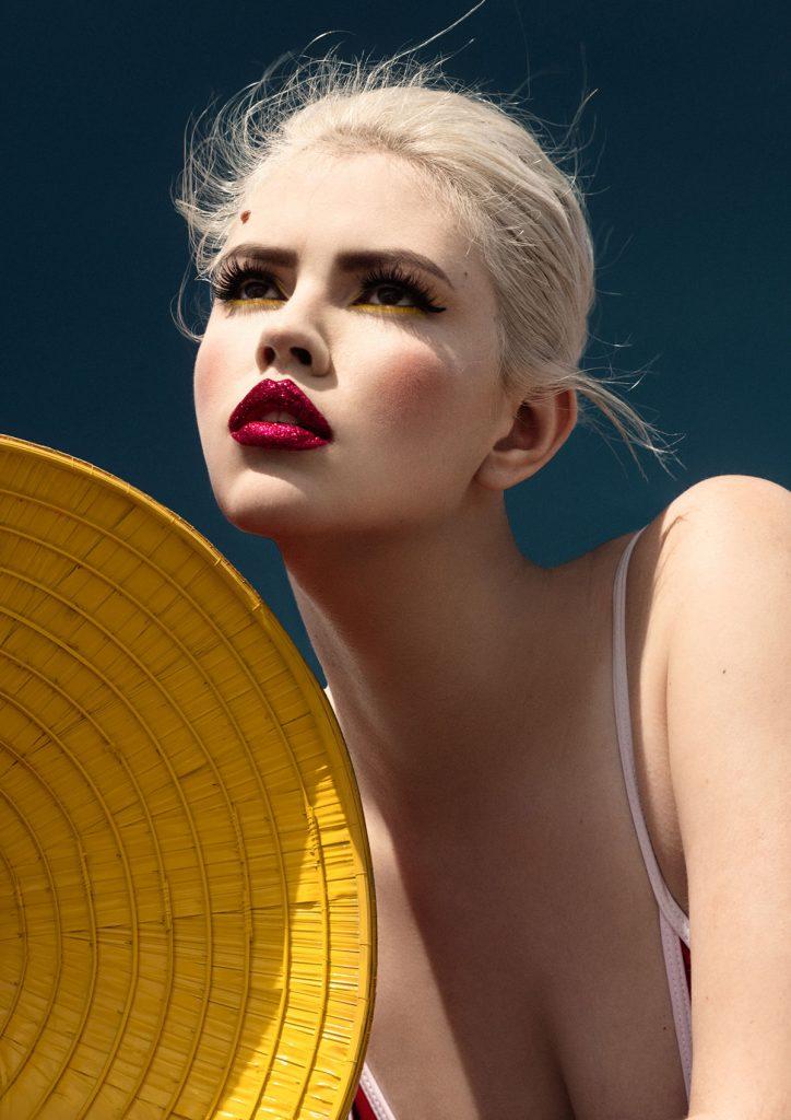 摄影师Elena Iv-skaya 海边彩色人像作品INTO THE BLUE 时尚图库 第11张