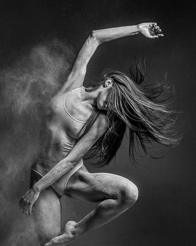 摄影师Alexander Yakovlev借助粉尘和光源 完美诠释舞者的动态美 审美灵感 第9张
