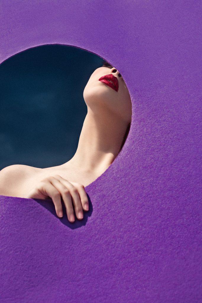 摄影师Elena Iv-skaya 海边彩色人像作品INTO THE BLUE 时尚图库 第12张