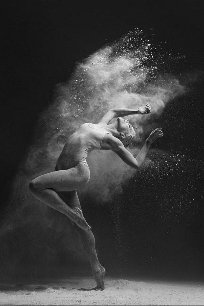 摄影师Alexander Yakovlev借助粉尘和光源 完美诠释舞者的动态美 审美灵感 第5张