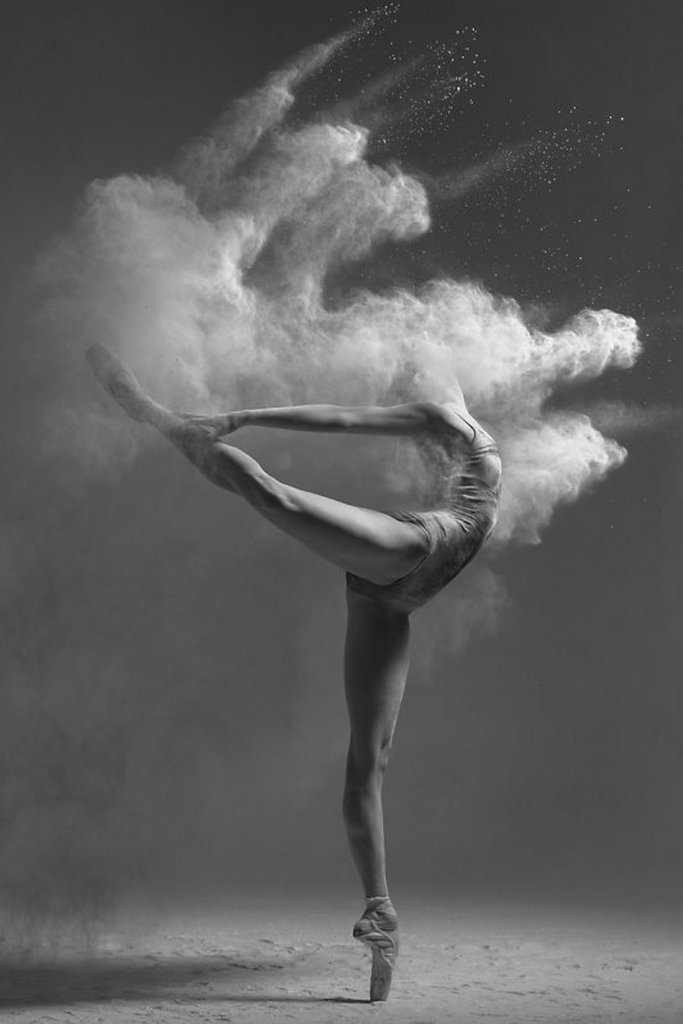 摄影师Alexander Yakovlev借助粉尘和光源 完美诠释舞者的动态美 审美灵感 第6张
