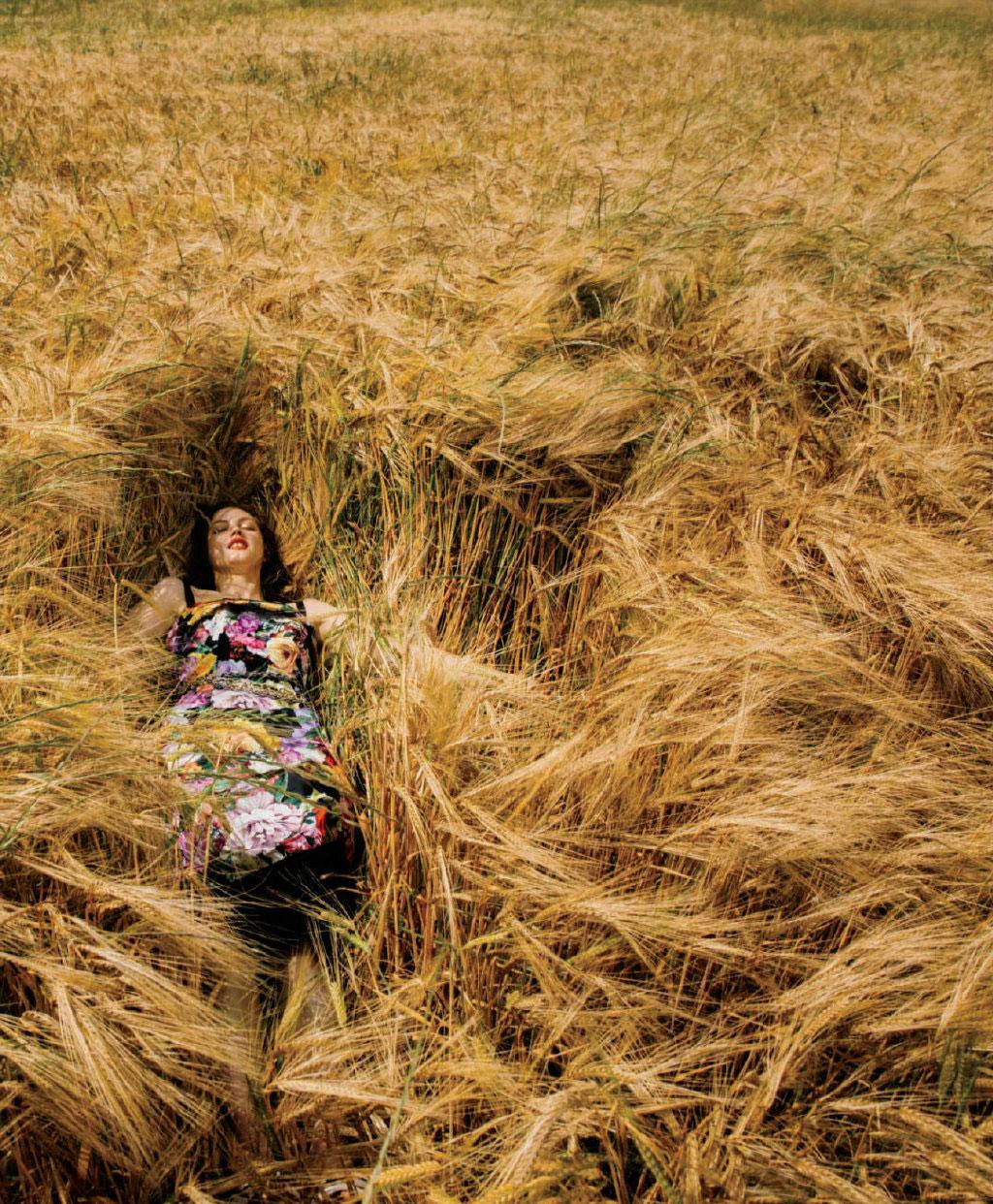 美国版《ELLE》2019年9月刊 浪漫的意大利托斯卡纳之旅. 时尚图库 第2张