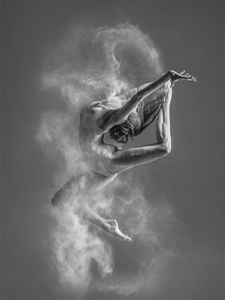 摄影师Alexander Yakovlev借助粉尘和光源 完美诠释舞者的动态美 审美灵感 第7张