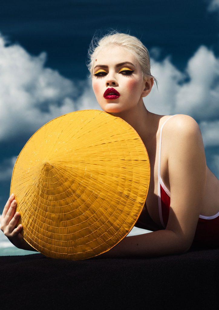 摄影师Elena Iv-skaya 海边彩色人像作品INTO THE BLUE 时尚图库 第15张