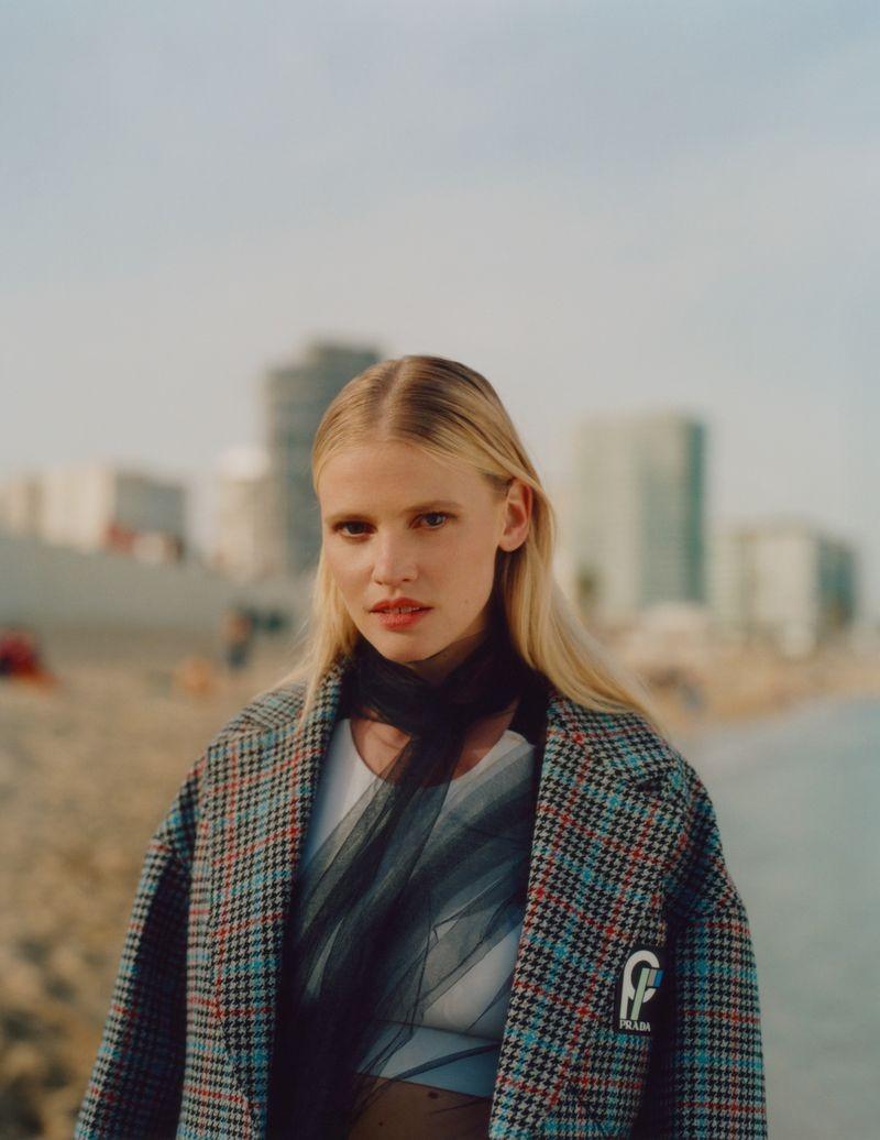 英国《ELLE》杂志8月刊 时尚人像作品 时尚图库 第3张