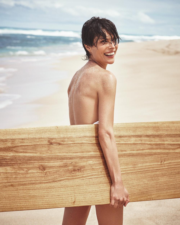 时尚芭莎 海边沙滩时尚大片 干净人像 时尚图库 第4张