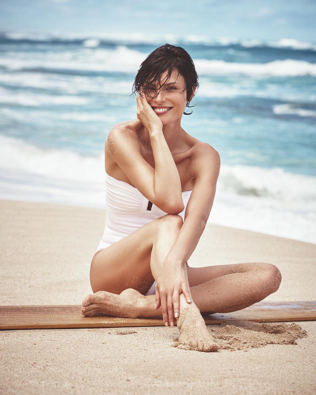时尚芭莎 海边沙滩时尚大片 干净人像 审美灵感 第6张