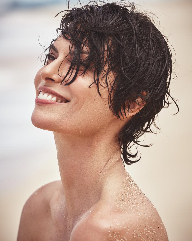 时尚芭莎 海边沙滩时尚大片 干净人像 时尚图库 第3张