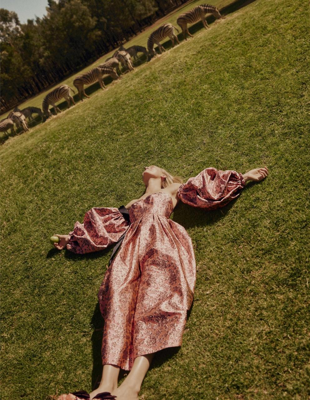 澳大利亚版《时尚芭莎》外景人像大片 时尚图库 第11张