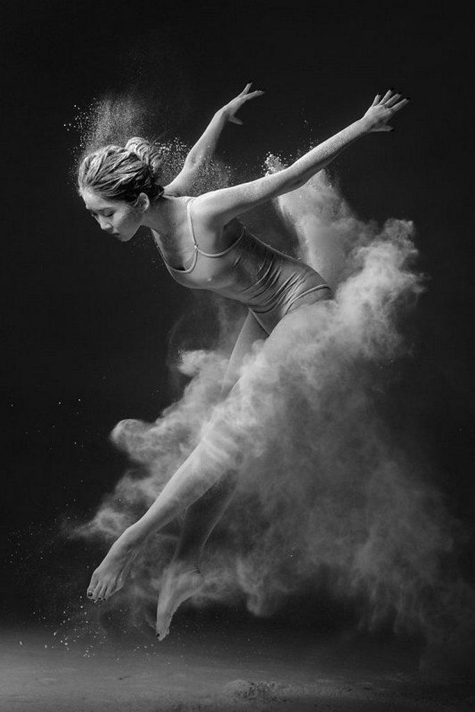 摄影师Alexander Yakovlev借助粉尘和光源 完美诠释舞者的动态美 审美灵感 第16张