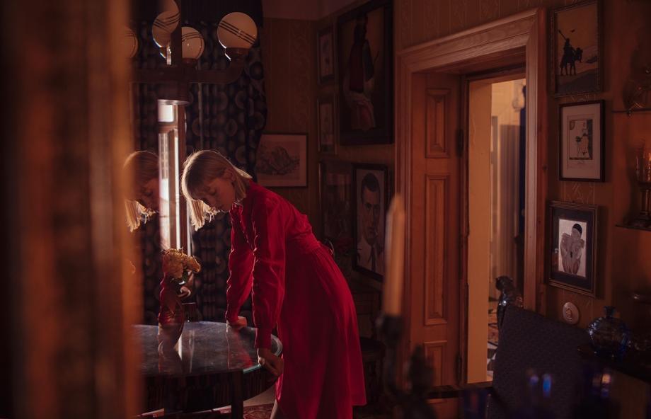 乌克兰摄影师 Marta Syrko人像摄影作品 girls in the house 审美灵感 第5张