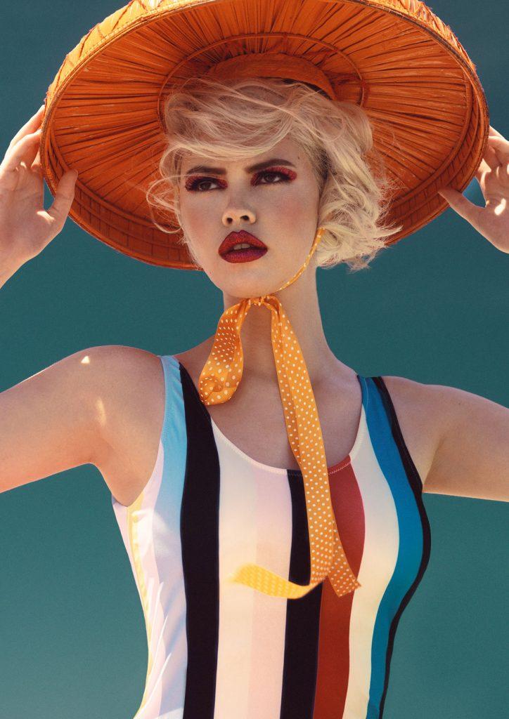 摄影师Elena Iv-skaya 海边彩色人像作品INTO THE BLUE 时尚图库 第19张