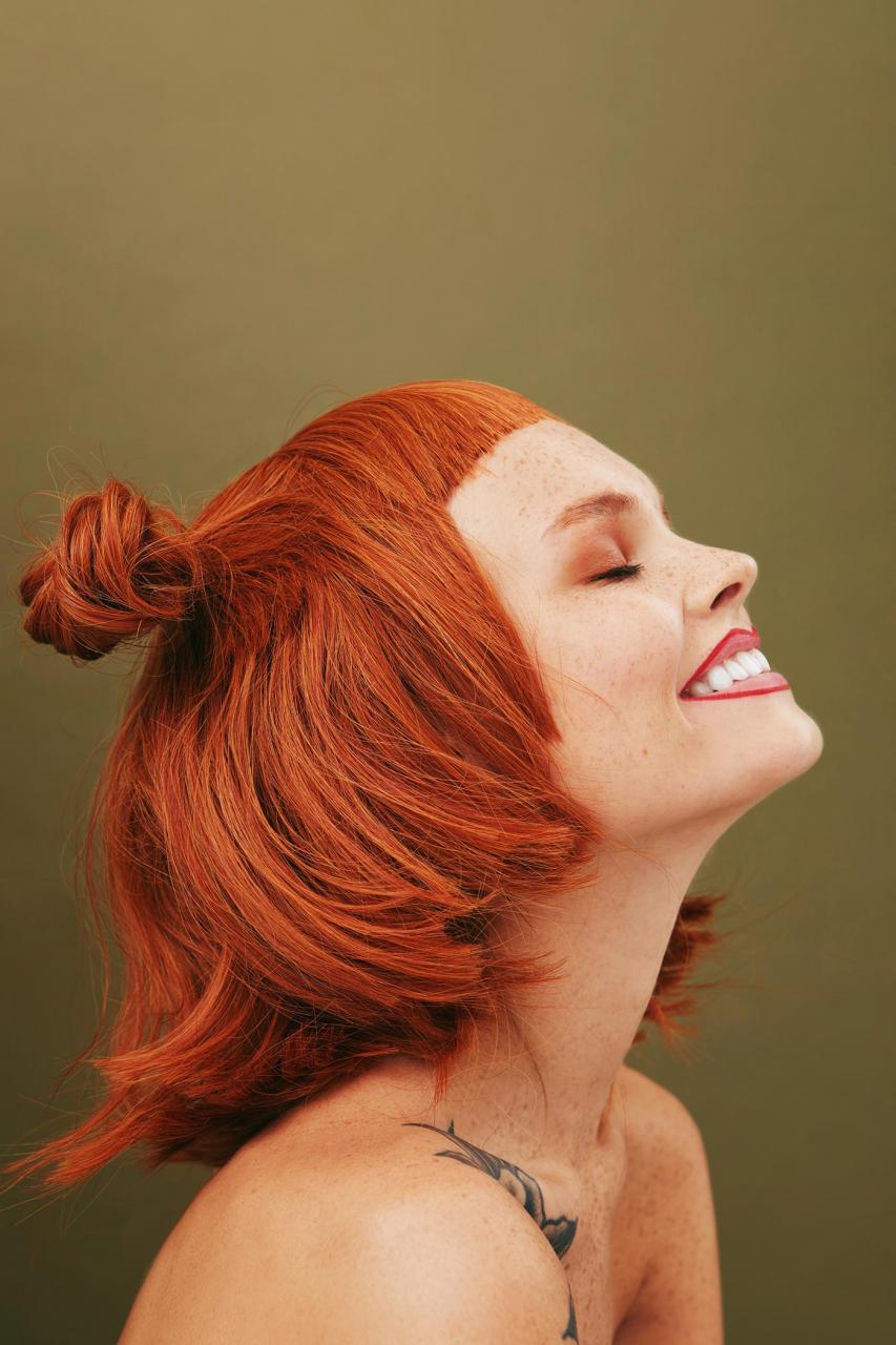 俄罗斯摄影师Kseniya Vetrova人像作品 雀斑女孩特写镜头 时尚图库 第1张