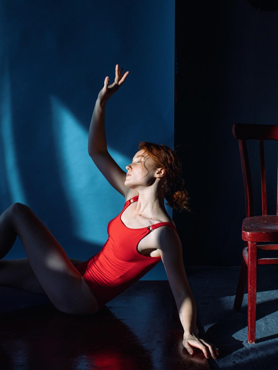 乌克兰摄影史 Marta Syrko人像作品【red and blue】 时尚图库 第1张
