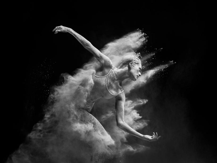 摄影师Alexander Yakovlev借助粉尘和光源 完美诠释舞者的动态美 审美灵感 第13张