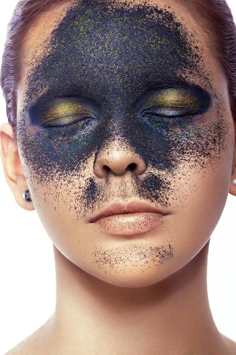 人像后期修图案例PSD 颗粒至尚的彩妆精修调色 PSD文件 第2张