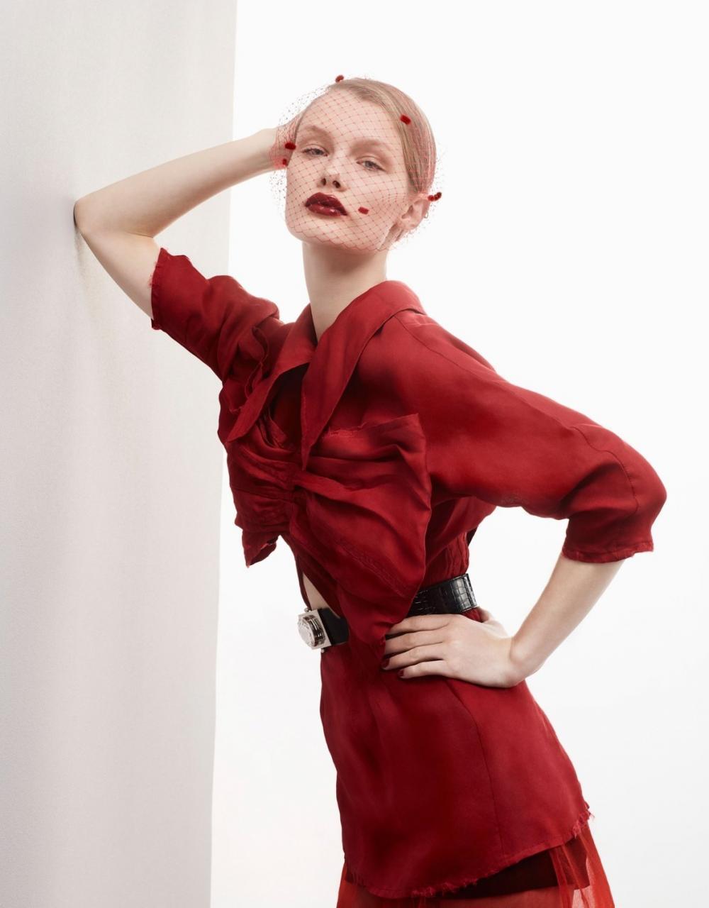 《VOGUE》中国版2019年1月刊 超模Kris Grikaite出镜 时尚图库 第3张