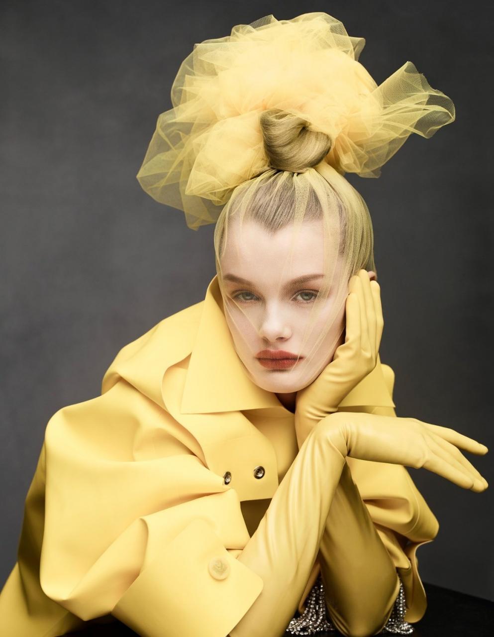 《VOGUE》中国版2019年1月刊 超模Kris Grikaite出镜 时尚图库 第13张