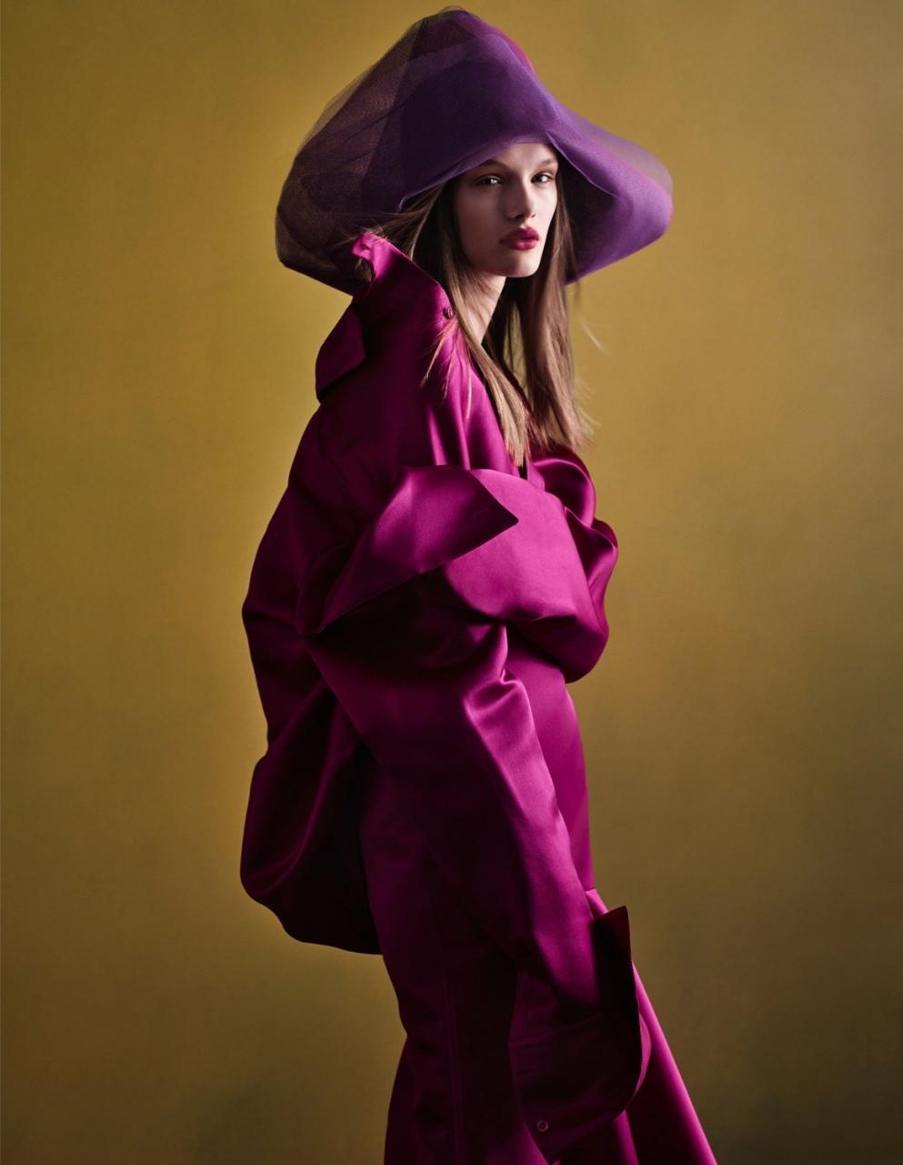 《VOGUE》中国版2019年1月刊 超模Kris Grikaite出镜 时尚图库 第6张