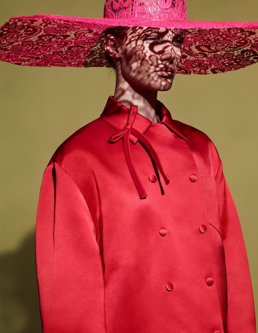 《VOGUE》中国版2019年1月刊 超模Kris Grikaite出镜 时尚图库 第10张