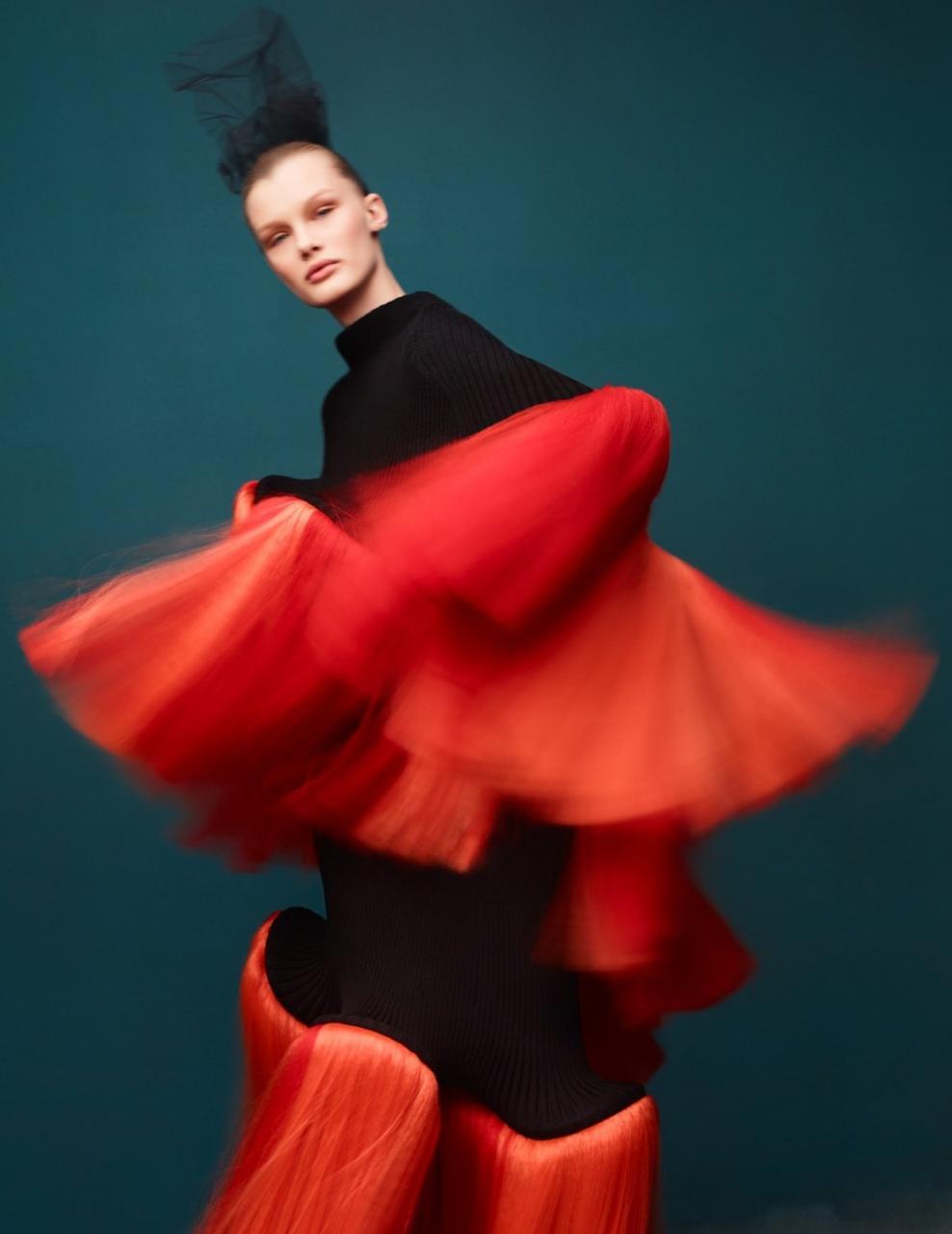 《VOGUE》中国版2019年1月刊 超模Kris Grikaite出镜 时尚图库 第12张