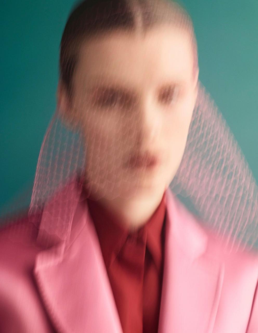 《VOGUE》中国版2019年1月刊 超模Kris Grikaite出镜 时尚图库 第1张
