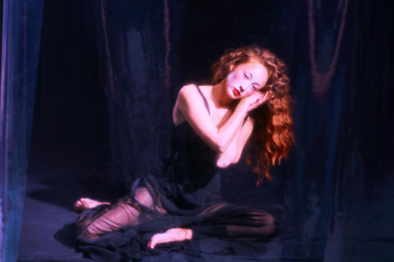 Elizaveta Porodina 红色主题摄影 Havana 时尚图库 第13张