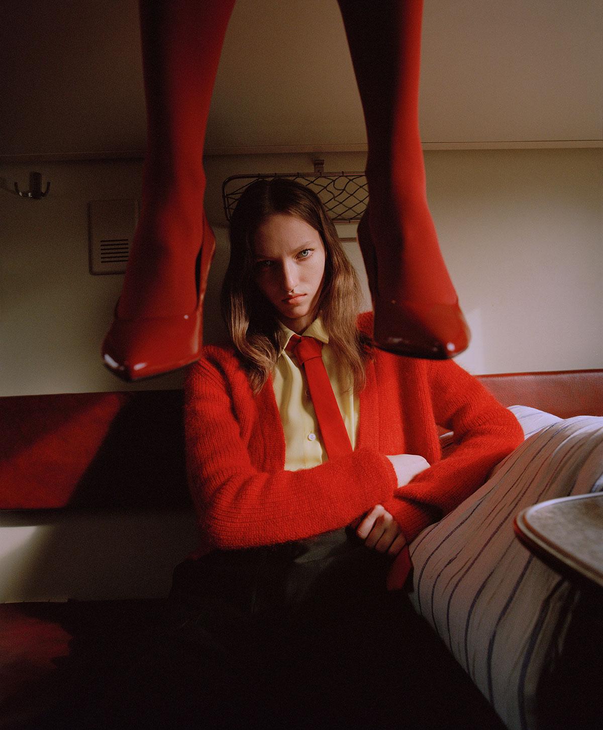 Elle Russia November 2020 在火车上的时尚大片 时尚图库 第3张