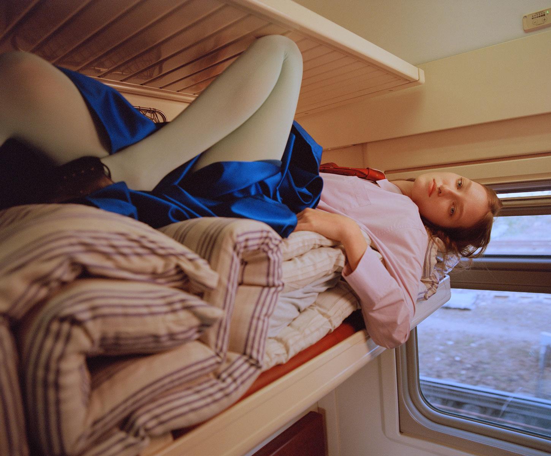 Elle Russia November 2020 在火车上的时尚大片 时尚图库 第10张
