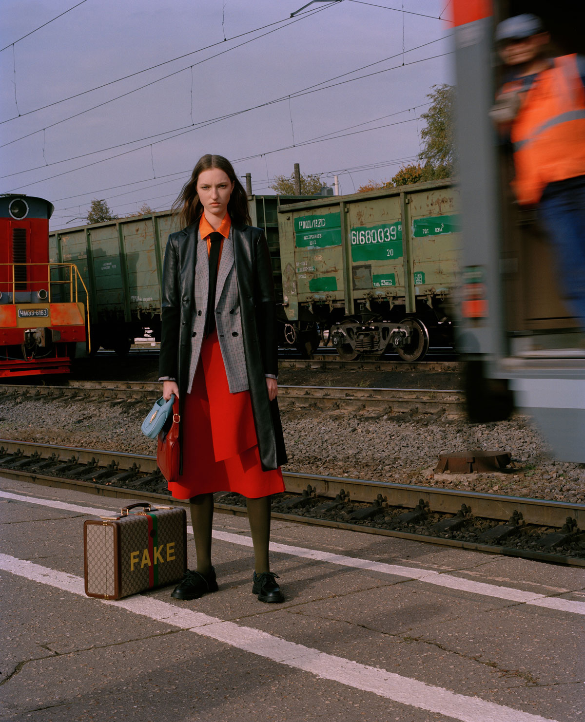 Elle Russia November 2020 在火车上的时尚大片 时尚图库 第6张