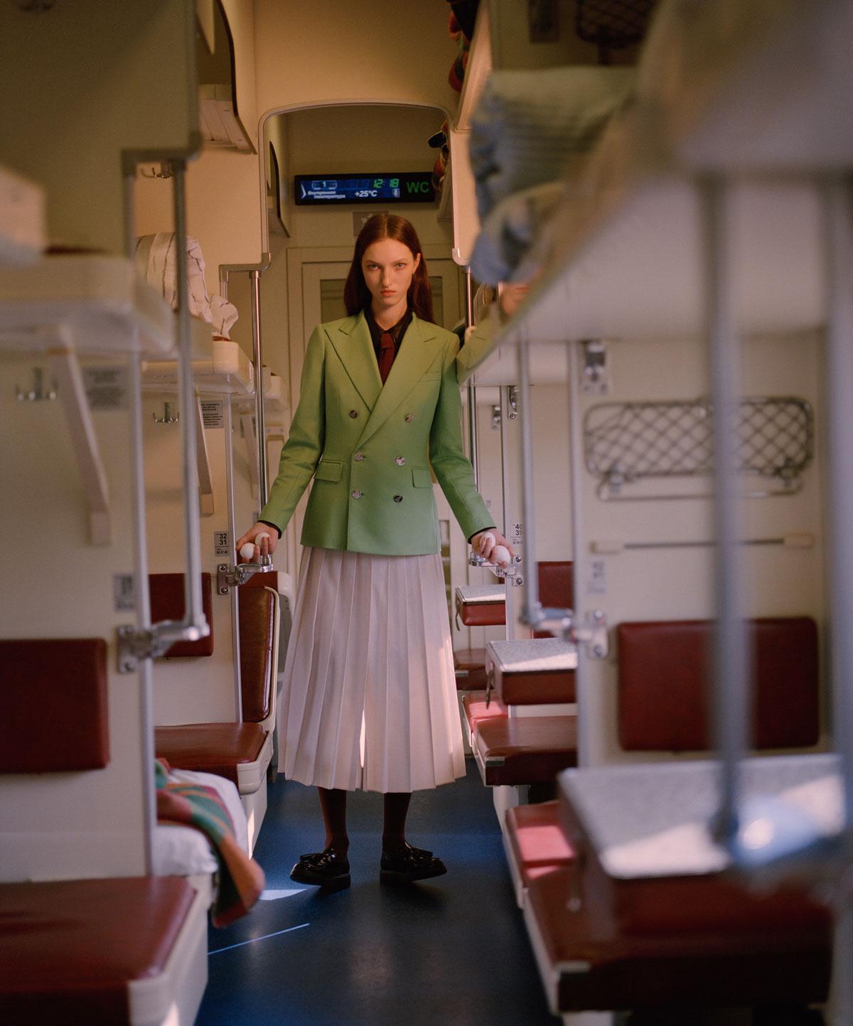 Elle Russia November 2020 在火车上的时尚大片 时尚图库 第9张