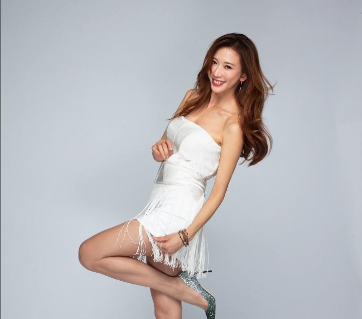 林志玲棚拍RAW原图 高清CR2修图练习素材 纯色背景白色流苏小礼服 收集整理 第2张